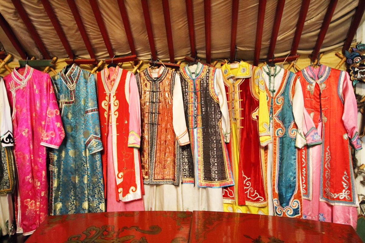 着物をモンゴルの民族衣装へリメイク