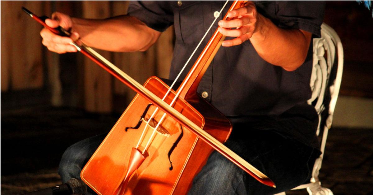 """モンゴルの伝統的な楽器""""馬頭琴"""""""